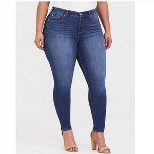 Torrid High Rise Skinny Jeans medium wash size 16